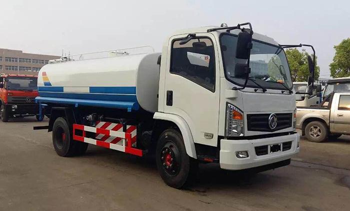 东风天然气10吨洒水车
