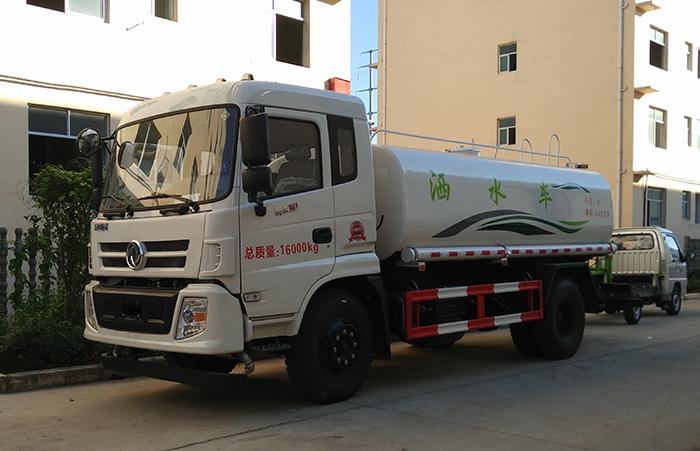 东风御虎10吨洒水车
