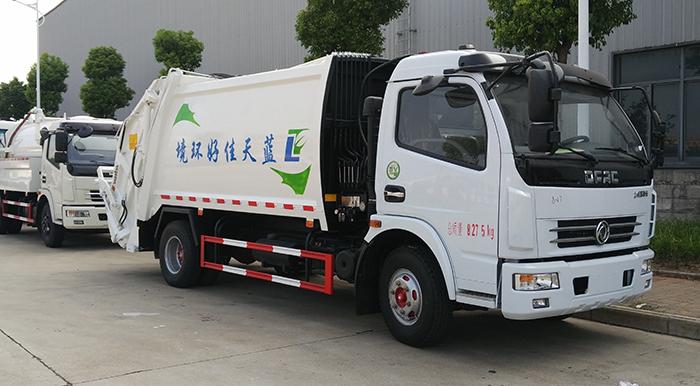 东风8方压缩式垃圾车交付蓝天佳好物业使用