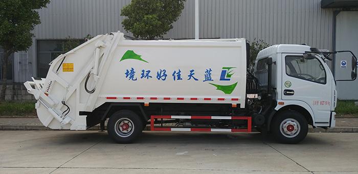 东风多利卡8方压缩式垃圾车