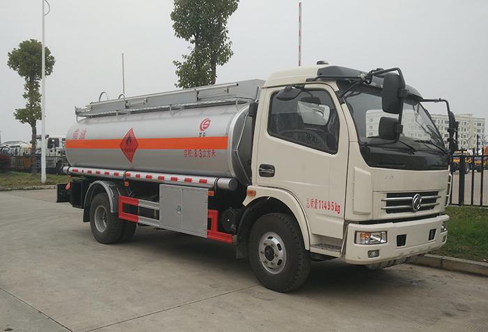 东风多利卡8吨运油车