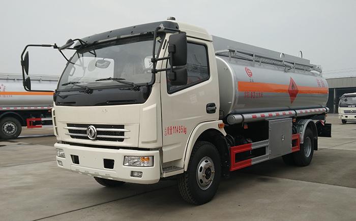 东风多利卡8吨运油车交付柳州用户