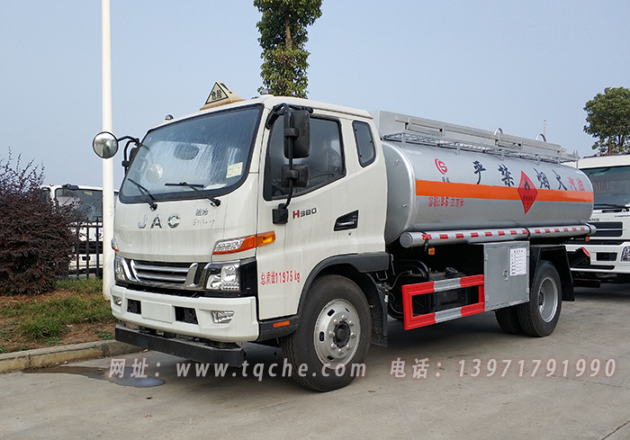 江淮骏铃V7排半运油车(汽油)