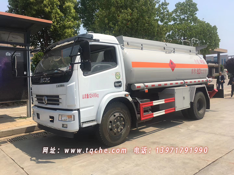 东风多利卡8.3方甲醇罐式运输车